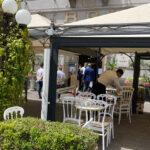 Seduti ai tavolini, ritorno alla normalità a Napoli