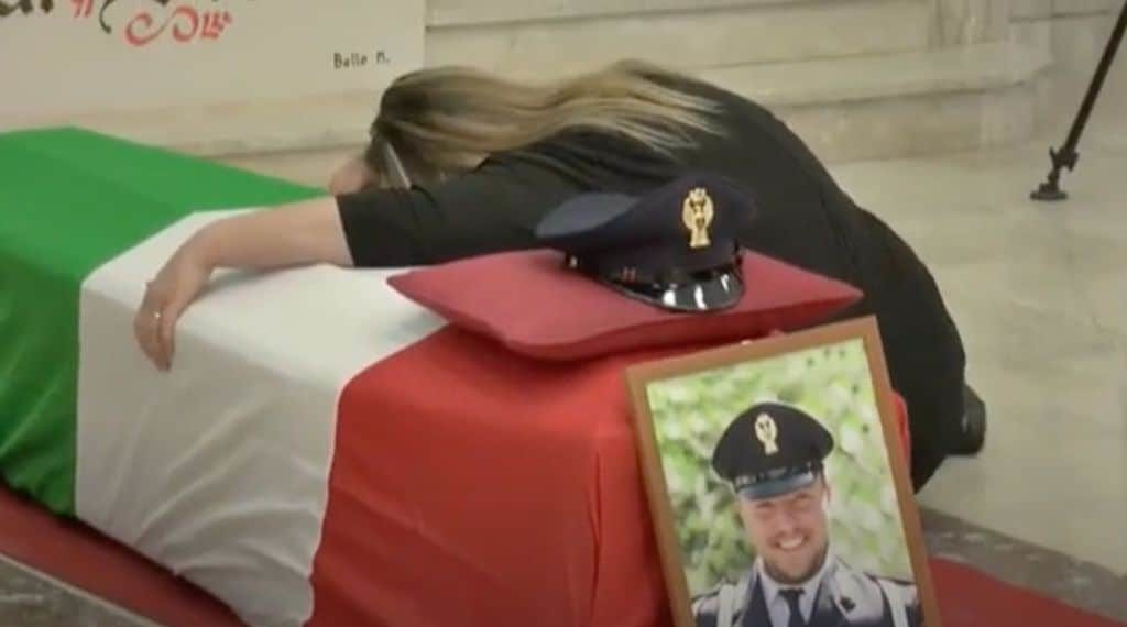 I funerali dell'agente di polizia Pasquale Apicella