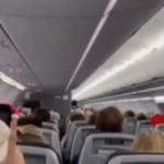 """In aereo tolgono la mascherina e inneggiano a Trump. Il Pilota: """"vi faccio scendere!"""""""