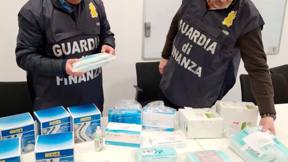 Mascherine, gel e cosmetici. Sequestrati oltre 22mila prodotti pericolosi per la salute