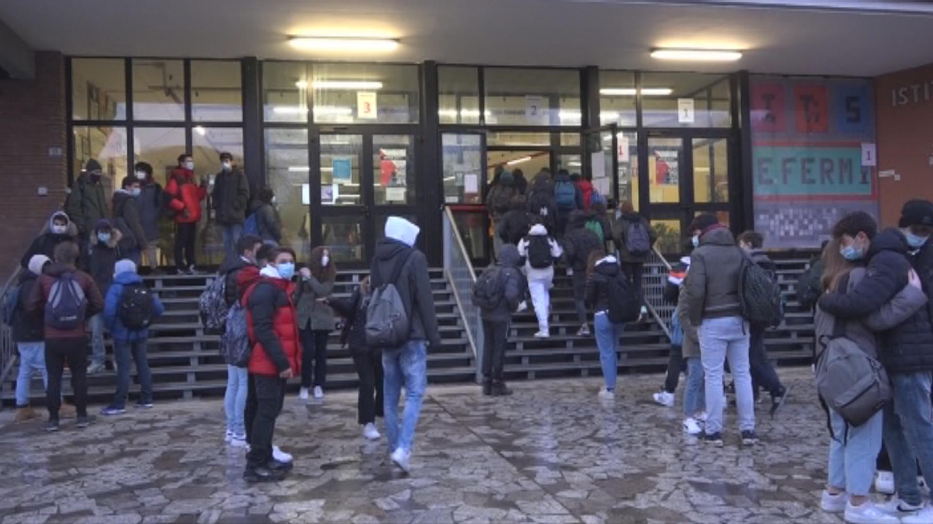 """Le scuole superiori riaprono dal 1 febbraio. Il Tar ordina di rispettare il dpcm, De Luca """"era quello che volevamo"""""""