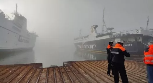 Nebbia nel golfo di Napoli. Disagi per i pendolari delle isole