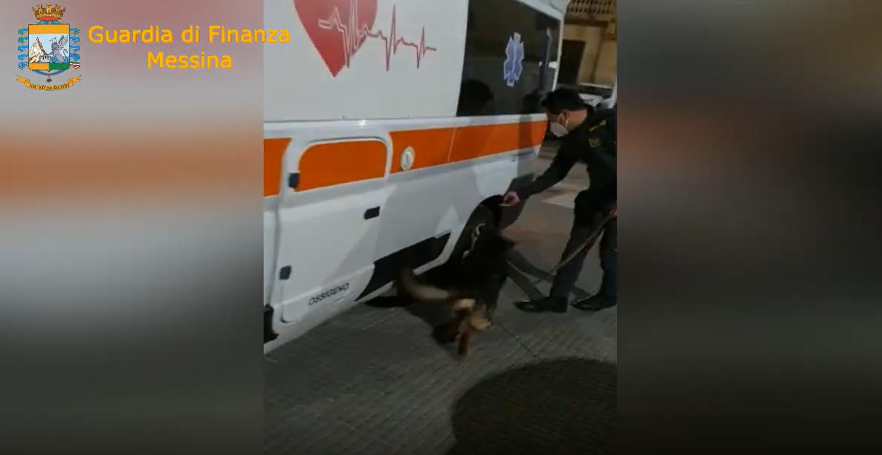 Dal traghetto sbarca un'ambulanza con 300mila euro di droga nascosti