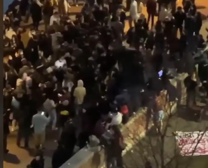 A Milano rave party e migliaia di giovani ammassati prima della zona arancione