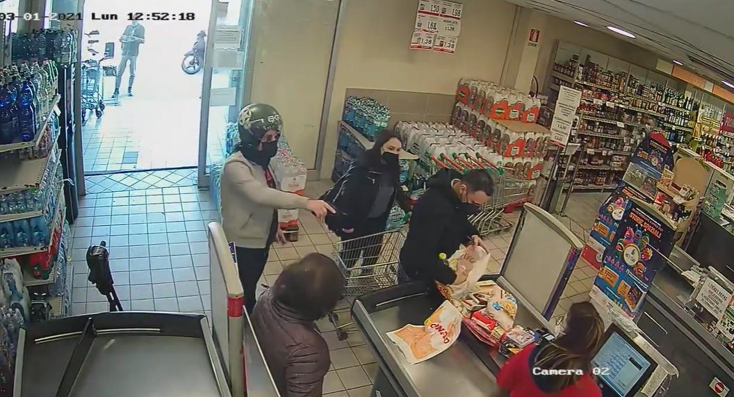 Rapina a Grumo Nevano. Pistola in faccia ai cassieri davanti a clienti e bambini