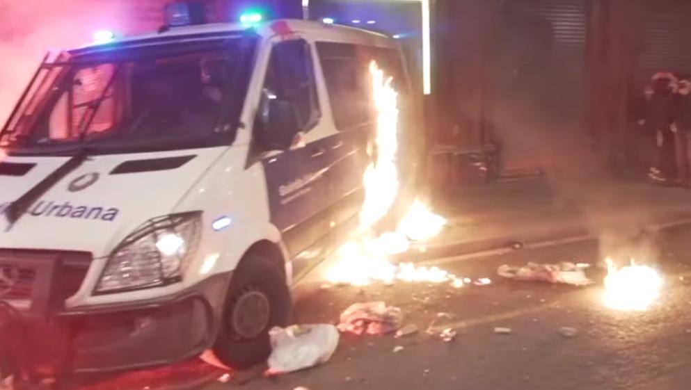 Sette giorni di scontri a Barcellona, 14 arresti: 6 sono giovani italiani