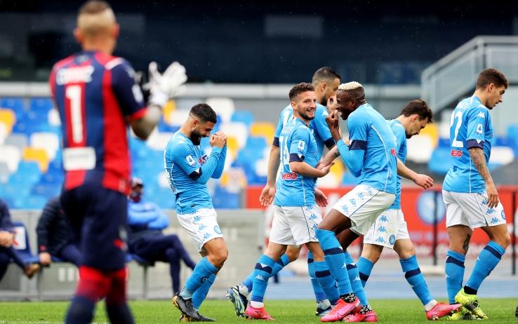 Vittoria e raffica di gol tra Napoli e Crotone. Bene l'attacco, male la difesa