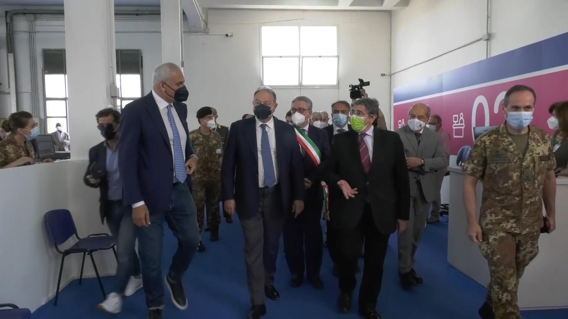 Il nuovo hub vaccinale dell'Esercito a Maddaloni